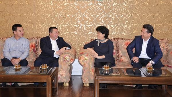曲磊会见广东省企业经营管理协会会长贾宝珍,王彦怀再次会见。两会缔结友好,广方表达强烈扶贫意愿。