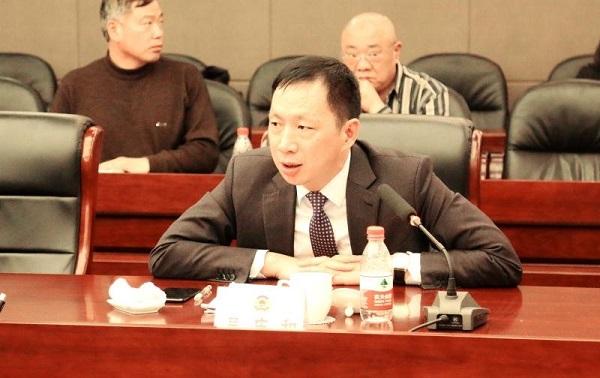 哈尔滨市委书记与委员共商经济发展良策