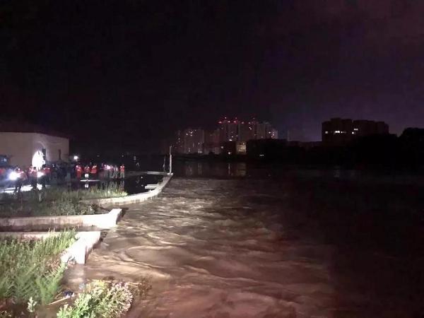情系平山,温暖相伴——KC皮草爱心车参与抗洪救灾